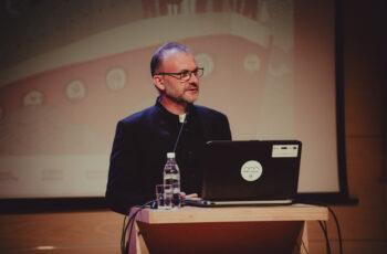 Michał Guć, wiceprezydent Gdyni ds. innowacji na konferencji Międzypokoleniowe miasto – wyzwania demografii i szanse na zrównoważony rozwój