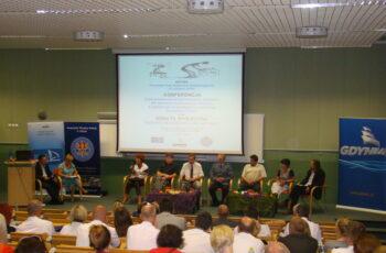 Uczestnicy konferencji Przemoc w rodzinie sama nie minie (2013)