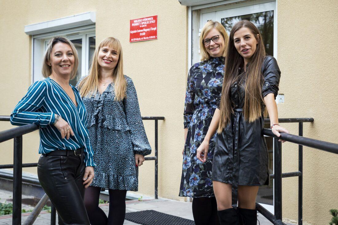 Zdjęcie: Część zespołu Gdyńskiego Centrum Diagnozy i Terapii FASD, od lewej Żaneta Piwowarska, dr Agata Cichoń-Chojnacka; Marta Rejmert-Mozol, Liwia Bełz